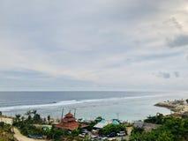 Απόψεις της θάλασσας που βλέπουν από την κορυφή του λόφου στοκ φωτογραφία