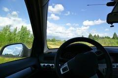 Απόψεις του δρόμου από την καμπίνα του αυτοκινήτου Στοκ εικόνα με δικαίωμα ελεύθερης χρήσης