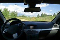 Απόψεις του δρόμου από την καμπίνα του αυτοκινήτου Στοκ Φωτογραφίες