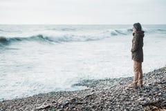 Απόλαυση της θάλασσας στο θυελλώδη καιρό Στοκ Φωτογραφίες