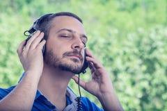 απόλαυση της μουσικής Στοκ εικόνες με δικαίωμα ελεύθερης χρήσης