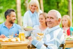 Απόλαυση του χρόνου με την οικογένεια στοκ εικόνες με δικαίωμα ελεύθερης χρήσης