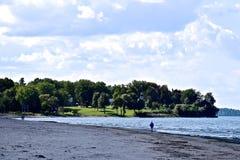 Απόλαυση των τελευταίων ημερών του καλοκαιριού στην παραλία σημείου Sodus στη Νέα Υόρκη Στοκ εικόνες με δικαίωμα ελεύθερης χρήσης