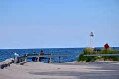 Απόλαυση των τελευταίων ημερών του καλοκαιριού στην παραλία σημείου Sodus στη Νέα Υόρκη Στοκ Φωτογραφίες