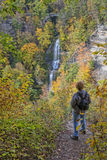 Απόλαυση των χρωμάτων φθινοπώρου του κρατικού πάρκου Letchworth στοκ εικόνες