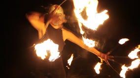 Απόδοση γυναικών πυρκαγιάς φιλμ μικρού μήκους