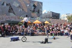 Απόδοση ενός κλόουν στο τετράγωνο ομοσπονδίας στη Μελβούρνη, Αυστραλία στοκ εικόνες με δικαίωμα ελεύθερης χρήσης