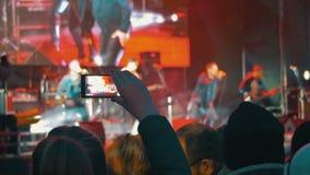 Απόδοση μουσικών μαγνητοσκόπησης στη συναυλία απόθεμα βίντεο