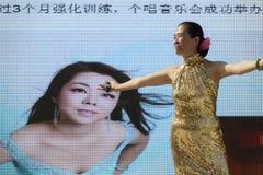 Απόδοση τραγουδιού έξω από το περίπτερο 02, EXPO 2015 Μιλάνο της Κίνας Στοκ Εικόνες