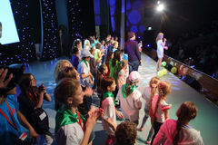 Απόδοση των παιδιών στη σκηνή Στοκ φωτογραφία με δικαίωμα ελεύθερης χρήσης