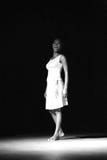 Απόδοση Di PolonΠράσινου Ακρωτηρίου του «Raiz» θεάτρων χορού μαύρο λευκό Στοκ Φωτογραφίες
