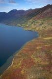 από την Αλάσκα βουνά λιμνών Στοκ Φωτογραφίες
