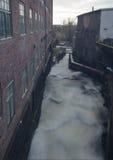 Από την κορυφή η βιασύνη νερού κάτω Στοκ Φωτογραφία