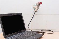 Από την υδραυλική ισχύ στην ηλεκτρική ενέργεια, έννοια Στοκ Φωτογραφία