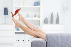 από τη λήψη παπουτσιών Στοκ Εικόνες