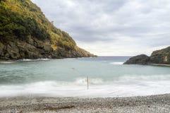 Από τη Λιγουρία θάλασσα παραλιών SAN Fruttuoso Εικόνα χρώματος Στοκ φωτογραφία με δικαίωμα ελεύθερης χρήσης
