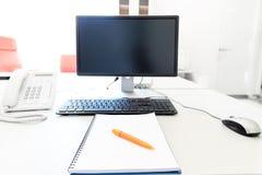 Από τον υπολογιστή στον υπολογιστή γραφείου Στοκ Φωτογραφία