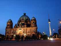 από το Βερολίνο νύχτα DOM καθεδρικών ναών του Βερολίνου Στοκ Εικόνες