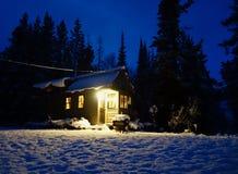 Από το μικροσκοπικό σπίτι πλέγματος στα βουνά στοκ εικόνες