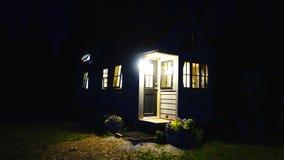 Από το μικροσκοπικό σπίτι πλέγματος στα βουνά στοκ φωτογραφία με δικαίωμα ελεύθερης χρήσης
