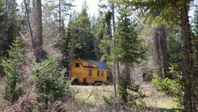 Από το μικροσκοπικό σπίτι πλέγματος στα βουνά στοκ φωτογραφίες με δικαίωμα ελεύθερης χρήσης