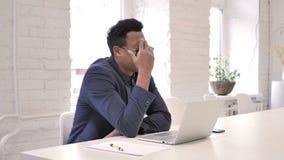 Απώλεια, ματαιωμένος επιχειρηματίας που λειτουργεί στο lap-top φιλμ μικρού μήκους