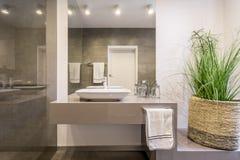 Απλή αλλά μοντέρνη τουαλέτα στοκ φωτογραφία