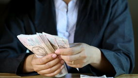 Αρίθμηση επιχειρησιακών γυναικών σημείωση λογαριασμών χιλίων μπατ απόθεμα βίντεο