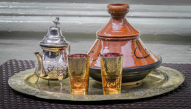 Αραβικά τσάι και Tagine Στοκ Εικόνες