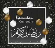Αραβική εγγραφή του Kareem Ramadan με το άσπρο πλαίσιο και τη χρυσή τρισδιάστατη σφαίρα Δημιουργική ευχετήρια κάρτα για μουσουλμα διανυσματική απεικόνιση