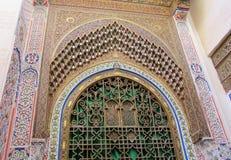 Αραβική διακόσμηση διακοσμήσεων στον τοίχο και την πύλη Στοκ Φωτογραφία