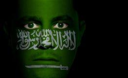 αραβική σημαία αρσενικός Σαουδάραβας προσώπου Στοκ φωτογραφία με δικαίωμα ελεύθερης χρήσης