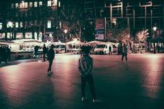 Αραβικοί έφηβοι έθνους που παίζουν το παιχνίδι ποδοσφαίρου ποδοσφαίρου Στοκ Φωτογραφίες