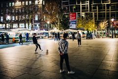Αραβικοί έφηβοι έθνους που παίζουν το παιχνίδι ποδοσφαίρου ποδοσφαίρου Στοκ Εικόνες
