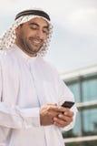 Αραβικός επιχειρηματίας με το κινητό τηλέφωνο. Στοκ φωτογραφία με δικαίωμα ελεύθερης χρήσης