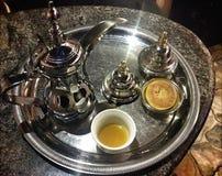 Αραβικός καφές και ημερομηνίες Στοκ εικόνα με δικαίωμα ελεύθερης χρήσης