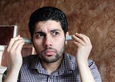 Αραβικός νέος επιχειρηματίας με τα χρήματα λογαριασμών δολαρίων Στοκ Φωτογραφία