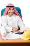 Αραβικό άτομο που εργάζεται στο γραφείο Στοκ φωτογραφία με δικαίωμα ελεύθερης χρήσης
