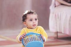 Αραβικό αφρικανικό παιχνίδι κοριτσάκι Στοκ φωτογραφία με δικαίωμα ελεύθερης χρήσης