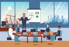 Αραβικό επιχειρησιακό άτομο που κάνει την παρουσίαση του νέου προγράμματος με infographic για τους συνεργάτες του Εικονική παράστ Στοκ εικόνες με δικαίωμα ελεύθερης χρήσης