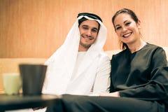 Αραβικό ζεύγος στο σπίτι Στοκ Φωτογραφίες