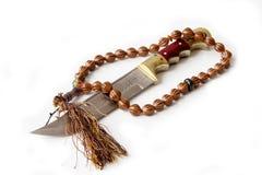 Αραβικό μαχαίρι και rosary Στοκ Εικόνες
