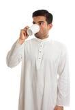 αραβικό πίνοντας άτομο κα&phi Στοκ φωτογραφία με δικαίωμα ελεύθερης χρήσης
