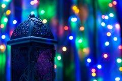 Αραβικό φανάρι στο ζωηρόχρωμο ελαφρύ υπόβαθρο Στοκ εικόνα με δικαίωμα ελεύθερης χρήσης