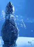 Αραβικό Oud Bottel κάτω από το ντους Στοκ Εικόνες