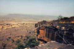Αργά ξηρός-seaon-ξεραμένος αγροτικός δύσκολος γκρεμός κεντρικό Τόγκο Wes τοπίων στοκ φωτογραφία με δικαίωμα ελεύθερης χρήσης