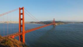Αργά το απόγευμα ηλιοφάνεια στη χρυσή γέφυρα πυλών φιλμ μικρού μήκους
