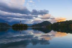 Αργά το βράδυ στη λίμνη που αιμορραγείται Στοκ Φωτογραφίες