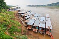 Αργές βάρκες σε Luang Prabang στο Mekong ποταμό Λάος Στοκ Εικόνα