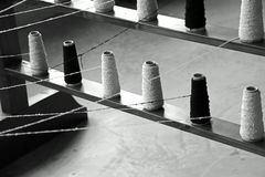 αργαλειός για την παραγωγή των υφασμάτων με τα στροφία καλωδίων Στοκ Εικόνες